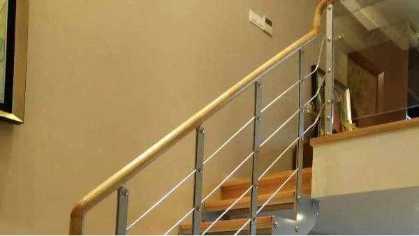 室内楼梯使用什么材质